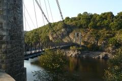 Viaduc sur la Tarde - Pont suspendu sur la Tardes, reliant les communes d'Évaux-les-Bains et de Budelière (Creuse, France).