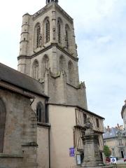 Eglise Sainte-Valérie, dite église du Moutier - Français:   Felletin - Église Sainte-Valérie - Clocher et monument à Philippe Quinault