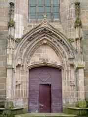 Eglise Sainte-Valérie, dite église du Moutier - Français:   Felletin - Église Sainte-Valérie - Portail sous le clocher