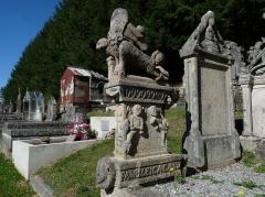 Monument funéraire de la famille Cacaud - Français:   Tombe de la famille CACAUD dans le cimetière de Gentioux-Pigerolles en Creuse