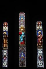 Eglise de l'Assomption-de-la-Très-Sainte-Vierge - Deutsch: Katholische Pfarrkirche l'Assomption-de-la-Très-Sainte-Vierge in Le Grand-Bourg im Département Creuse (Nouvelle-Aquitaine/Frankreich) , Bleiglasfenster mit der Signatur: L. LOBIN TOURS 1863; Darstellung: Heiliger Leobonus (links), darunter: Wappen; Christus Redemptor (Mitte), darunter: Madonna mit Kind; heiliger Rochus von Montpellier (rechts), darunter: Wappen