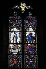 Eglise de l'Assomption-de-la-Très-Sainte-Vierge - Deutsch: Katholische Pfarrkirche l'Assomption-de-la-Très-Sainte-Vierge in Le Grand-Bourg im Département Creuse (Nouvelle-Aquitaine/Frankreich) , Bleiglasfenster mit der Signatur: L. LOBIN TOURS 1877; Darstellung: Unbefleckte Empfängnis (links), Mariä Himmelfahrt (rechts), Wappen (unten)
