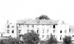 Restes du château - English: Chateau de Magnat 1880