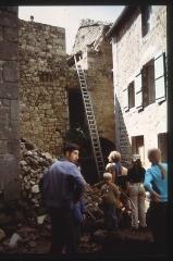 Restes du château - English: Château de Magnat - Chantier 1970
