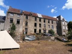 Restes du château - English: Château de Magnat - façade 2012