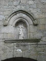 Porte de ville dite Porte Saint-Jean (avec la courtine adjacente) - English: La Souterraine (Creuse, Fr), statue on the Porte St.Jean