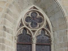 Eglise Saint-Martin - Français:   Vitrail du chevet de l\'église, Vallère, Creuse, France.