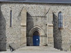 Eglise Saint-Martin - Français:   Le portail de l\'église de Vallière, Creuse, France.