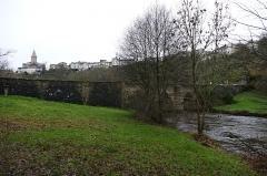 Pont, dit Pont romain - Français:   Le pont romain et la Gartempe à Châteauponsac (Haute-Vienne, Limousin, France).