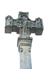 Eglise de la Nativité de la Sainte-Vierge et de Saint-Antoine de Padoue - Deutsch: Croix monumentale in Cheissoux im Département Haute-Vienne in der Region Limousin (Frankreich)