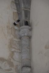 Eglise Saint-Martin - Deutsch: Katholische Kirche Saint-Martin in Linards im Département Haute-Vienne (Nouvelle-Aquitaine/Frankreich), Säule mit Kapitell