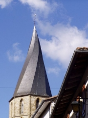 Eglise Saint-Julien -  photographie du fr:clocher tors de Rochechouart, prise par Accrochoc le 30 août fr:2006.