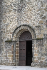Eglise Saint-Julien - Deutsch: Katholische Kirche Saint-Sauveur in Rochechouart im Département Haute-Vienne (Nouvelle-Aquitaine/Frankreich), Portal
