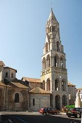 Église collégiale Saint-Léonard - Deutsch: Stiftskirche St.-Léonard-de-Noblat, von N, Querhaus Langhausu. Turm