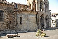 Église collégiale Saint-Léonard - Deutsch: Stiftskirche St.-Léonard-de-Noblat, von NO, Querhaus, Grabeskapelle u. Narthex