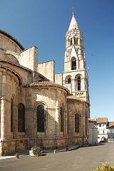 Église collégiale Saint-Léonard - Deutsch: Stiftskirche St.-Léonard-de-Noblat, von NO, Chorhaupt u. Turm