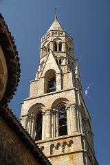 Église collégiale Saint-Léonard - Deutsch: Stiftskirche St.-Léonard-de-Noblat, Glockenturm von NO, obere Geschosse