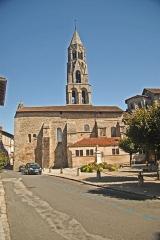 Église collégiale Saint-Léonard - Deutsch: Stiftskirche St.-Léonard-de-Noblat, Langhaus von S, mit Turm