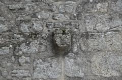 Eglise Saint-Sylvestre - Deutsch: Katholische Kirche Saint-Sylvestre in Saint-Sylvestre im Département Haute-Vienne (Nouvelle-Aquitaine/Frankreich), Kragstein in Form eines Kopfes