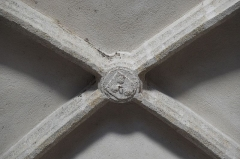 Eglise Saint-Yrieix - Deutsch: Kirche Saint-Yrieix in Saint-Yrieix-sous-Aixe im Département Haute-Vienne (Nouvelle-Aquitaine/Frankreich), Schlussstein des Gewölbes, Darstellung: Jakobsmuscheln
