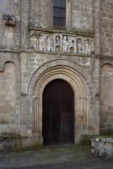 Eglise Saint-Pierre - English: ref: PM_058930_F_Solignac; Solignac, Haute-Vienne; Abbaye de Solignac; Limousin, Haute-Vienne; France; Porte du bras Nord du transept; Cultural heritage; Cultural heritage/Romanesque; Europe/France/Solignac; Wiki Commons; Photographer: Paul M.R. Maeyaert; www.pmrmaeyaert.eu; © Paul M.R. Maeyaert; pmrmaeyaert@gmail.com;