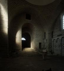 Eglise Saint-Pierre - English: Abbaye de Solignac; Solignac, Haute-Vienne; Limousin, Haute-Vienne, France; ref: PM_058978_F_Solignac; église abbatiale Saint-Pierre; La nef et narthex; Photographer: Paul M.R. Maeyaert; www.pmrmaeyaert.eu, © Paul M.R. Maeyaert; pmrmaeyaert@gmail.com; Cultural heritage; Cultural heritage/Romanesque; Europe/France/Solignac; LoCloud selectie