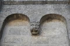 Eglise Saint-Pierre - Deutsch: Ehemalige Abteikirche St-Pierre-St-Paul in Solignac im Département Haute-Vienne (Nouvelle-Aquitaine/Frankreich), Blendarkaden und Konsole
