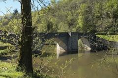 Vieux pont sur la Briance - Deutsch: Brücke aus dem 13./14. Jahrhundert in Solignac im Département Haute-Vienne (Nouvelle-Aquitaine/Frankreich)