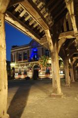 Anciennes halles - English: Mairie avec les Halles