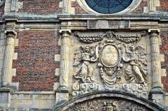Collège de la Ville - Français:   Chapelle du collège des Jésuites d\'Eu (Seine-Maritime, France), bas-relief du portail.