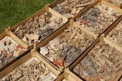 Vestiges archéologiques gallo-romains du lieudit Bois-l'Abbé - Français:   Pièces Archéologiques découvertes sur le site du Bois L\'Abbée EU