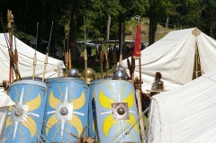Vestiges archéologiques gallo-romains du lieudit Bois-l'Abbé - Français:   Reconstitution d\'un camp romain sur le site du Bois-l\'Abbé - Eu.