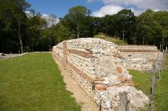 Vestiges archéologiques gallo-romains du lieudit Bois-l'Abbé - Français:   Murs du Grand Temple