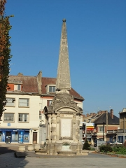 Fontaine pyramidale - Français:   Fontaine pyramidale de Gournay-en-Bray (Seine-Inférieure, France)