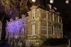 Château - Français:   La façade nord de la mairie d\'Harfleur de nuit pendant les fêtes de fin d\'année 2012.