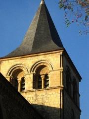 Ancien prieuré de Graville ou ancienne abbaye de Sainte-Honorine - Abbaye de Graville, Le Havre; source: photographie personnelle de l'Utilisateur Urban, prise en octobre 2004, GFDL.  Urban octobre 2004