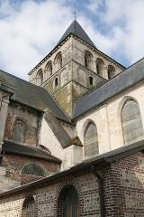 Ancienne abbaye - Français:   Abbaye de Montivilliers: clocher de l\'église abbatiale. Cette tour lanterne du XIème siècle qui abritait 6 cloches est percée au deuxième niveau, de triplets en plein cintre dont chaque baie est à triple rouleau