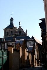 Eglise Saint-Patrice - Rue Saint-Patrice, à Rouen: derrière les portails des 24 et 26, l'église Saint-Patrice