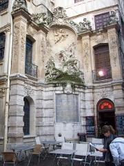 Gros-Horloge et fontaine - Fontaine du Gros-Horloge, sculputure de Jean-Pierre Defrance.