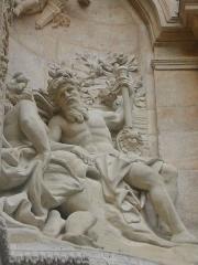 Gros-Horloge et fontaine -  Détail des sculptures de la fontaine du Gros Horloge à Rouen