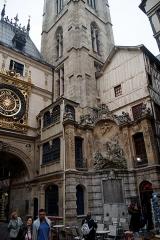 Gros-Horloge et fontaine - English: Rouen - Rue du Gros-Horloge - View South on the Fountain 'Alphée et Aréthuse' 1743