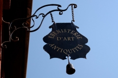 Immeubles - English: Bracket sign in Rouen, Seine-Maritime, Haute Normandie, France.