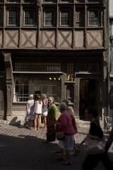 Immeuble - English: Divine, 74 Rue Saint-Romain, 76000 Rouen, France