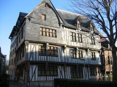 Maison de maître drapier, dite maison des Mariages ou maison Normande, ou maison des Quatre-Fils-Aymon, actuellement Musée national de l'Education -