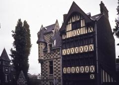 Maison de bois -  Ancien presbytère de l'église Saint-Maclou à Rouen.