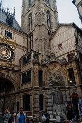 Tour du Beffroi - English: Rouen - Rue du Gros-Horloge - View South on the Fountain 'Alphée et Aréthuse' 1743