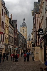 Tour du Beffroi - English: Rouen - Rue du Gros-Horloge - View WNW towards le Beffroi / Belfry & Gros-Horloge