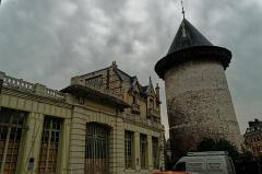 Tour dite de Jeanne d'Arc ou ancien donjon du château de Philippe-Auguste - English: Rouen - Rue du Donjon - View SE on Tour Jeanne d'Arc, where Jeanne d'Arc was imprisoned in 1430