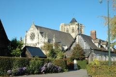 Eglise Saint-Martin -  Vatteville-la-Rue (Seine-Maritime, France).  L'église Saint-Martin.
