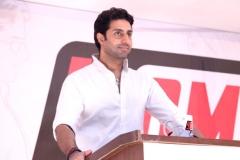 Ferme du Couvent - English: Abhishek Bachchan launch 'YOMICS'